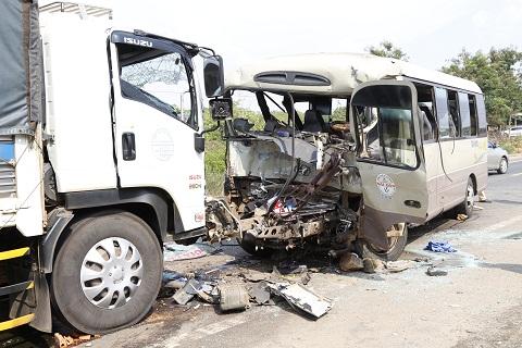 Hiện trường vụ tai nạn thảm khốc ở Đăk Nông.