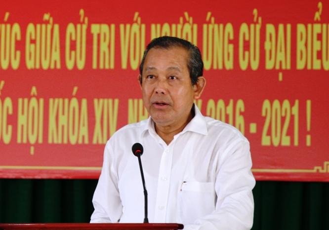 Phó Thủ tướng Trương Hòa Bình phát biểu tại hội nghị tiếp xúc cử tri tại thị trấn Hậu Nghĩa, huyện Đức Hòa, tỉnh Long An. Ảnh: VGP/Mạnh Hùng.
