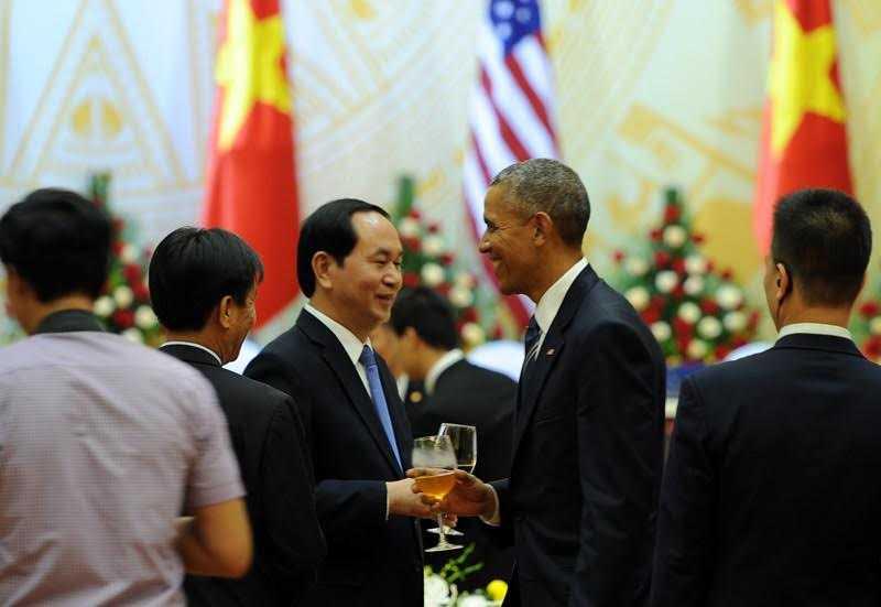 Tổng thống Obama và Chủ tịch nước Trần Đại Quang trong buổi tiệc