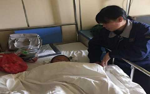 Cậu bé 3 tuổi may mắn sống sót  khi rơi xuống từ tầng 15. Ảnh Shanghaiist