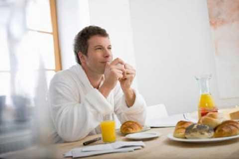 Ăn ngay sau khi ngủ dậy là thói quen không tốt cho cơ thể