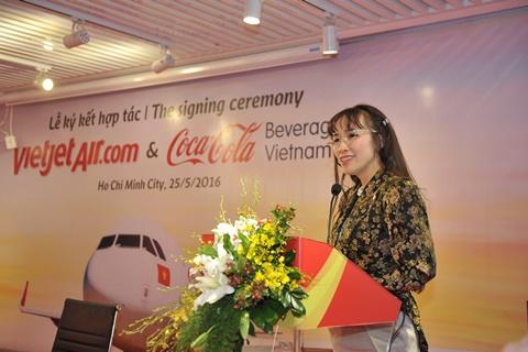 Tổng giám đốc Vietjet, bà Nguyễn Thị Phương Thảo phát biểu đánh dấu hợp tác với Coca-Cola