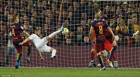 Bàn thắng đẹp của Benzema mở đầu cho cuộc lội ngược dòng của Real Madrid