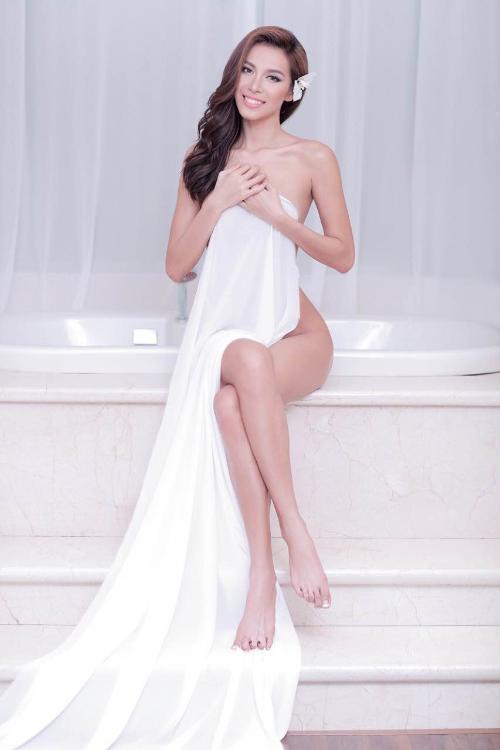 Siêu mẫu Minh Tú bán nude khoe đường cong nóng bỏng