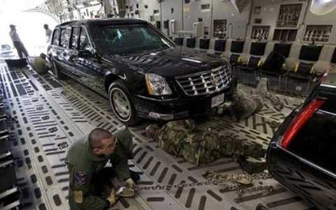 """Đây là sản phẩm mới nhất đứng trong hàng ngũ """"First Fleet"""" – lô xe chuyên dụng cao cấp nhất do Cadillac sản xuất riêng cho những ông chủ Nhà Trắng, dù xét về mặt lịch sử thì các đời Tổng thống Mỹ cũng dùng cả những chiếc xe sang trọng nhãn hiệu Lincoln"""