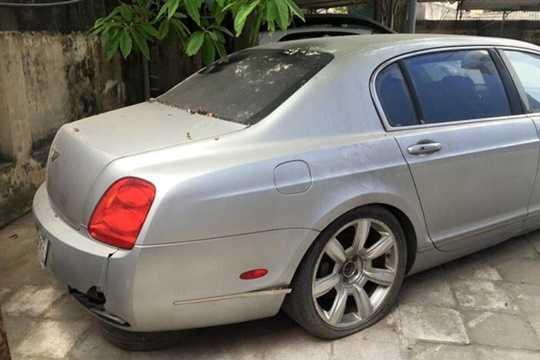 Hiện chưa rõ số phận của chiếc xe Bentley Continental Flying Spur trong bộ áo xanh xám này sẽ thế nào trong tời gian tới. Tuy nhiên nhiều người am hiểu về xe cho rằng, nếu muốn lăn bánh trên đường phố chiếc xe siêu sang này sẽ tiêu tốn của chủ nhân một khoản tiền khá lớn.