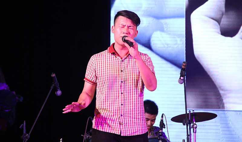 Ca khúc Cha và con qua giọng ca đầy cảm xúc của Thái Sơn