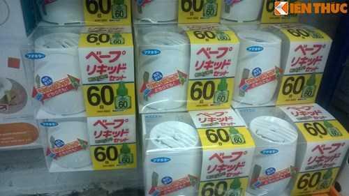 Loại máy xông tinh dầu chống muỗi hàng Nhật Bản đang được bán với giá 320.000 đồng/bộ.