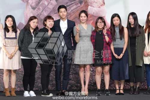 Song Hye Kyo - Song Joong Ki 'tình tứ' trong buổi họp báo ở Hồng Kông