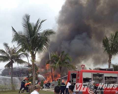 Các lực lượng chức năng đã điều động lực lượng, phương tiện để dập lửa - Ảnh CTV