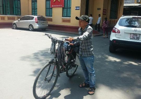 Anh Trần Nguyễn An Khương và chiếc xe đạp - bạn đồng hành trong hành trình đạp xe xuyên Việt hiến tạng