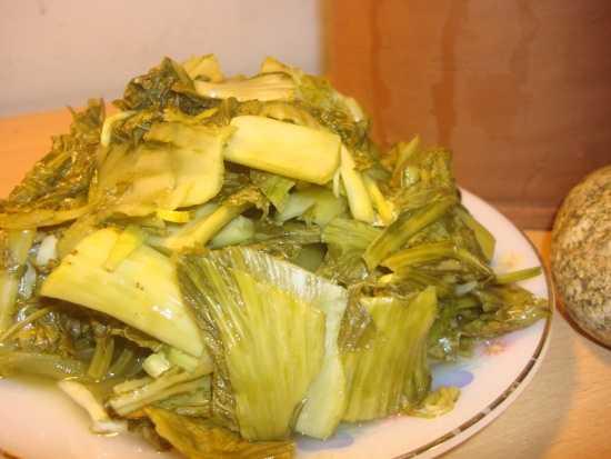 Sau măng tươi, dưa cải cũng chứa chất nhuộm vải cực độc.