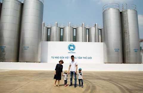 Mẹ Ốc, ba Rùa và 2 bé choáng ngợp trước tại hệ thống bồn lạnh chứa sữa khổng lồ