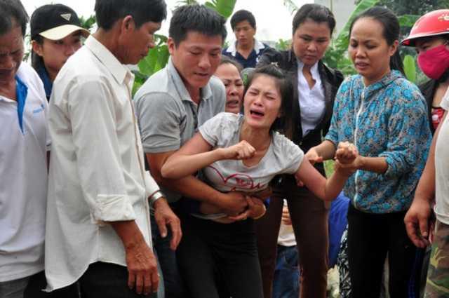 Nước mắt đã rơi như mưa ở lễ di quan 9 học sinh tử vong do đuối nước ở Quảng Ngãi.