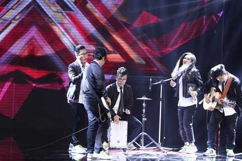 Nhóm Dolphins chọn thể hiện ca khúc nổi đình đám của Maroon 5 – Maps cùng phần thể hiện chơi live nhạc cụ cực chất