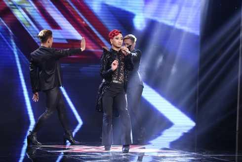 Nhóm Adam, với gương mặt cực kỳ quen thuộc là vũ công Tô Lâm thể hiện ca khúc sôi động Xích Lô – 5 PM, sáng tác của nhạc sỹ