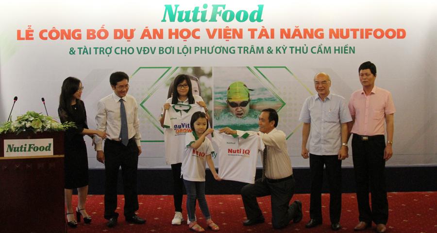 Phương Trâm và Cẩm Hiền sẽ được Nutifood tài trợ trong suốt 9 năm tới (ảnh: H.T)
