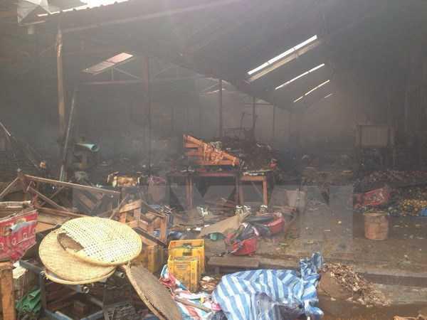Hiện trường vụ cháy chợ. (Ảnh: Nguyễn Chiến/TTXVN)