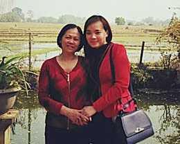 Chị Hiền và mẹ