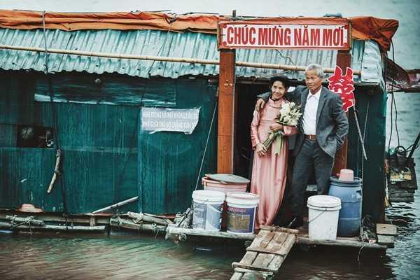 Tấm ảnh cưới cầu không được ước không thấy nay đã trở thành hiện thực với vợ chồng ông Thành - Ảnh Hai Le Cao