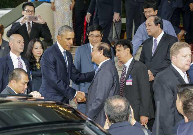Sau cuộc họp báo, ông Obama đã hội kiến Thủ tướng Nguyễn Xuân Phúc tại Văn phòng Chính phủ (Ảnh: TTO)