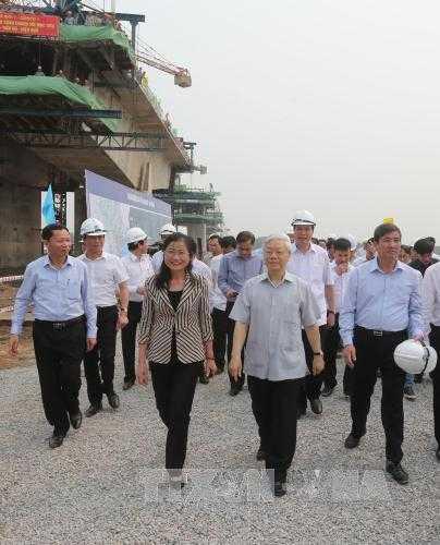 Tổng Bí thư Nguyễn Phú Trọng thăm Dự án cầu Sông Chanh.