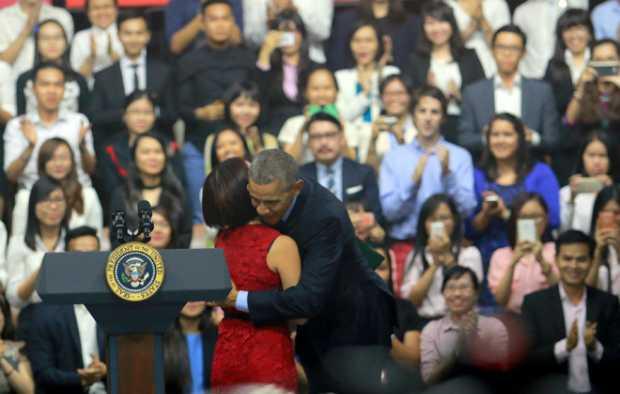 Ông Obama cảm ơn MC Ngọc Tú đã  cóphần mở đầu lôi cuốn. Ảnh: Đức Trần.