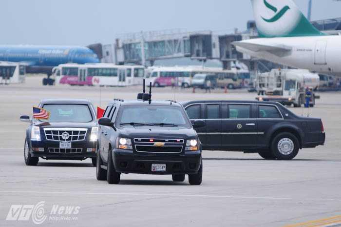 2 chiếc The Beast đến sân bay Nội Bài lúc 14h - Ảnh: Tùng Đinh