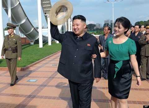 Đeo huy hiệu lãnh tụ là một vinh dự đối với người dân Triều Tiên