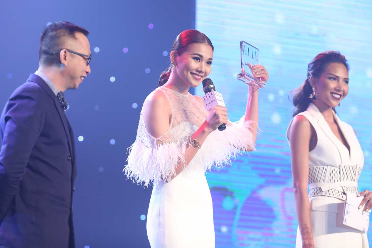 Thanh Hằng đoạt giải biểu tượng thời trang