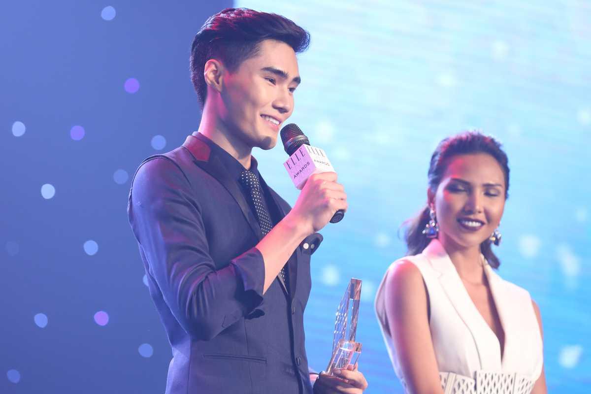 Quang Hùng cũng giành giải Biểu tượng thời trang triển vọng của năm.