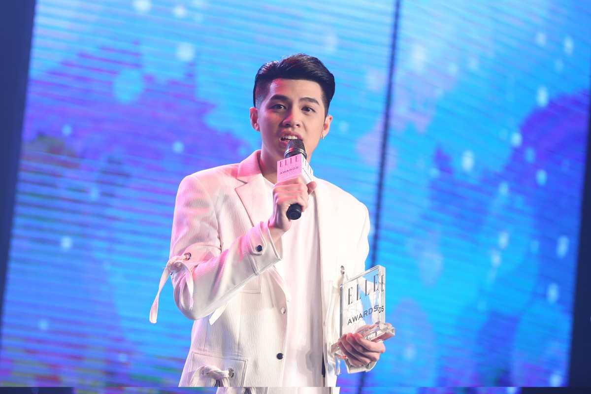 Noo Phước Thịnh nhận giải thưởng Nam ca sỹ phong cách nhất năm