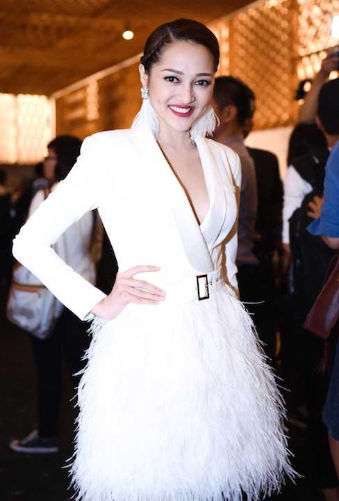 Bảo Anh gợi cảm với trang phục trắng đầy tinh tế.