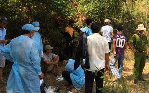 Công an tỉnh Bình Thuận khám nghiệm hiện trường tìm tung tích hung thủ sát hại người lái xe ôm.