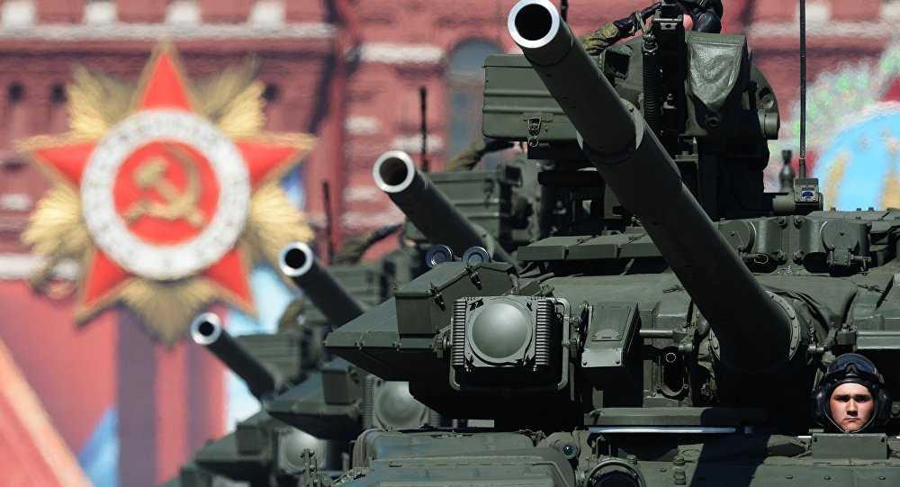Xe tăng Nga trên Quảng trường Đỏ