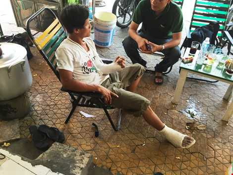 Anh Thể bị đánh gãy tay trái và xương chân sau khi va chạm