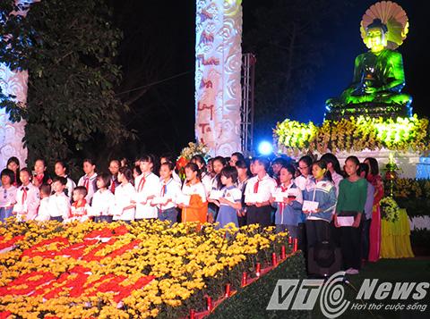 Nhân dịp này, Giáo hội Phật giáo Việt Nam TP Hải Phòng cũng tặng trên 100 xuất học bổng và xuất quà cho các học sinh giỏi của Thành phố