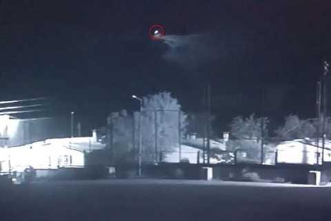 Đó là môt thứ kỳ lạ xuất hiện trong đoạn phim, giống sao chổi khổng lồ phóng như tên lửa bắn lên bầu trời với tốc độ đáng kinh ngạc