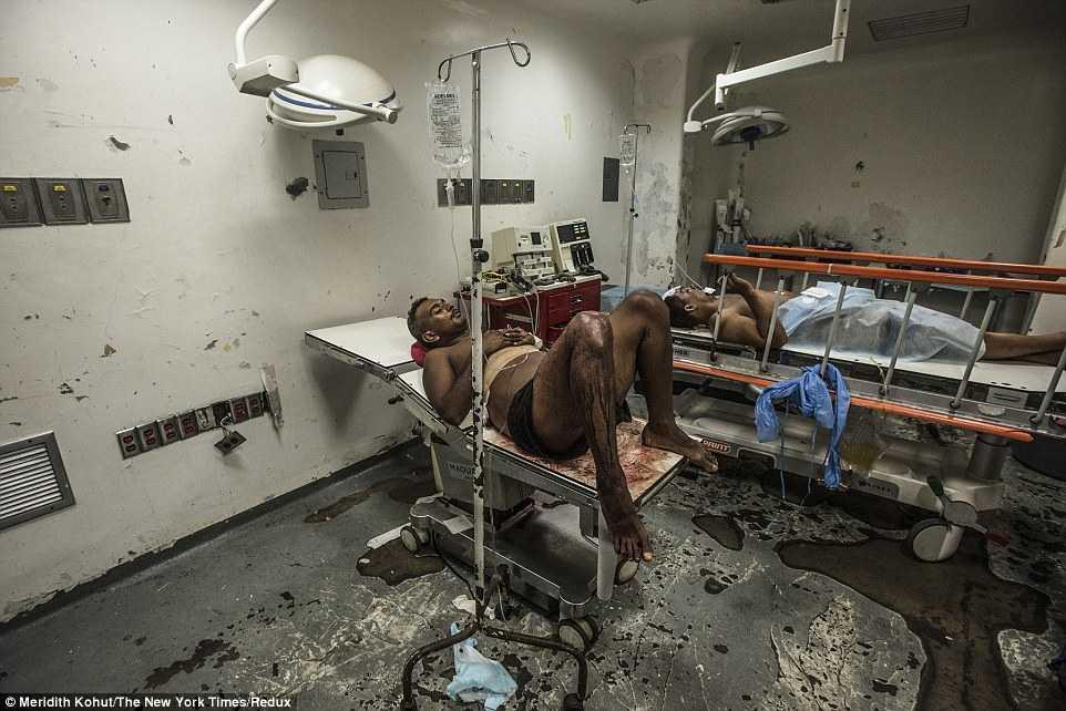 Nạn nhân chờ hàng giờ để được cấp cứu trong bệnh viện Luis Razetti, thành phố Puerto la Cruz