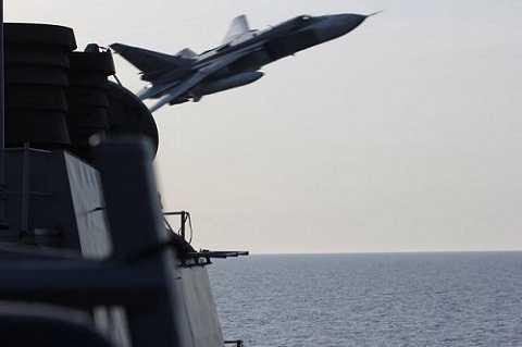 Chiến cơ của Nga áp sát tàu khu trục của Mỹ