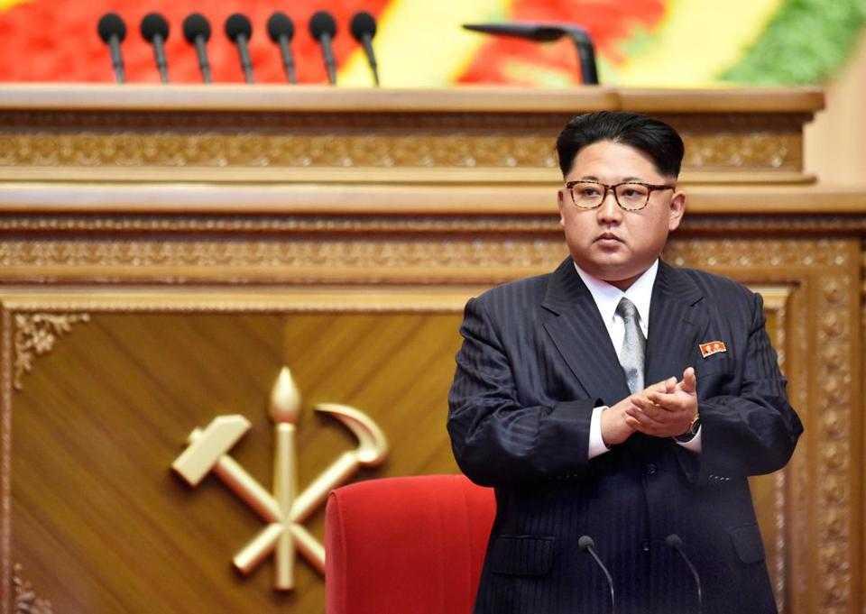 Phong cách ăn mặc hoàn toàn mới khiến nhiều người cho rằng ông Kim Jong-un muốn bắt chước ông nội mình là Kim Il-sung