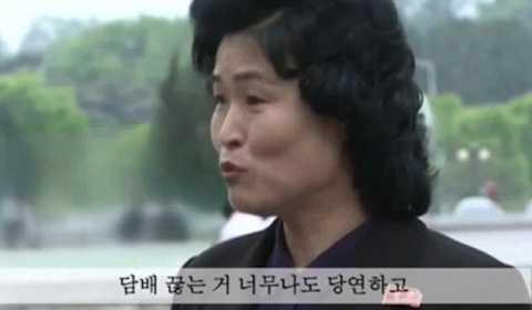 Phái đẹp Triều Tiên xuất hiện để kể gọi cánh mày râu bỏ thuốc.