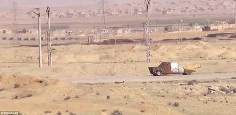 Xe chở bom của IS khi chưa bị tấn công