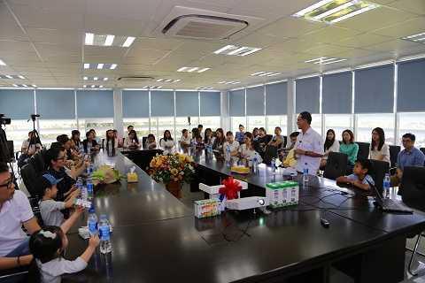 """Giám đốc nhà máy Vinamilk:  """"Mục tiêu của Vinamilk là nâng tầm dinh dưỡng chất lượng quốc tế cho các sản phẩm sữa, từ đó tạo cơ hội cho trẻ em Việt Nam được sử dụng sản phẩm dinh dưỡng không thua kém sản phẩm sữa nước ngoài với giá cả hợp lý."""""""