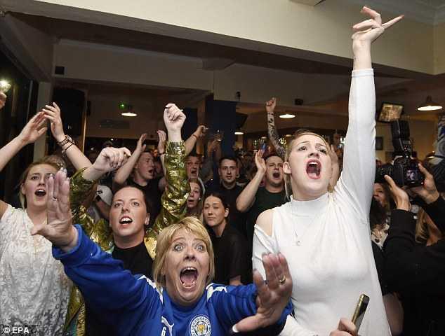CĐV Leicester vỡ òa cảm xúc khi đội nhà vô địch