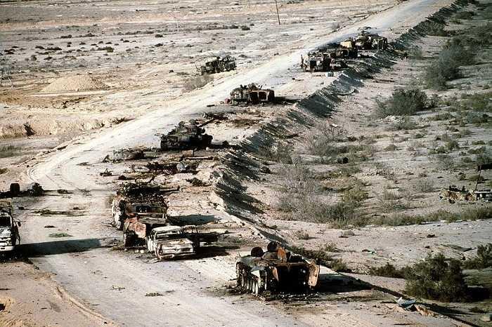 """Kính chắn gió đã tan tành, và những thùng xe khổng lồ bị xé vụn ra từng mảnh nhỏ"""", Joyce Chediac"""