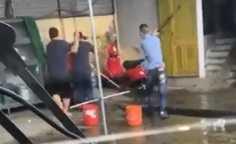 Nhóm đối tượng dùng hung khí lao vào chém dã man người nhà xe Đức Lộc.