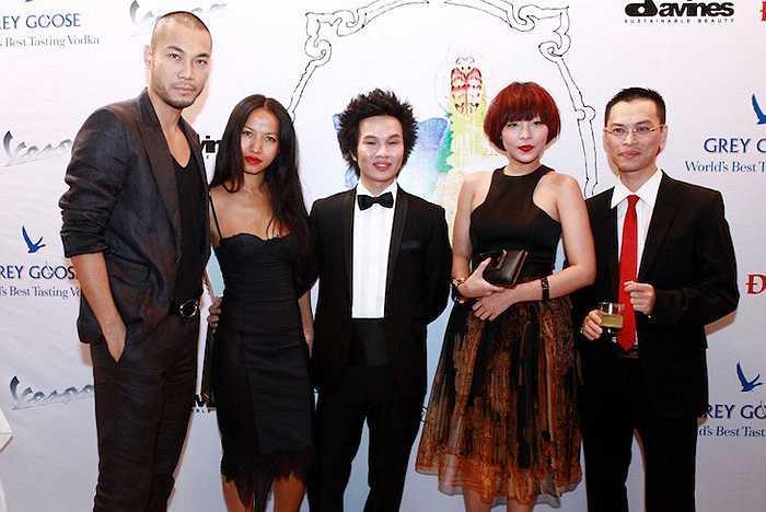 Người mẫu Trần Doãn Tuấn, nhà tạo mẫu tóc Trần Hùng và bạn bè.
