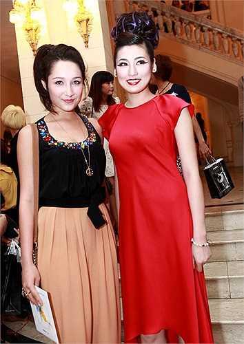 Đây là lần đầu tiên Dương Tú Anh tham gia một sự kiện thời trang với tư cách người mẫu sau cuộc thi Hoa hậu Việt Nam.