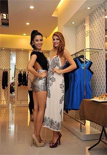 Người đẹp Andrea khoe sắc với người đẹp Diệp Lâm Anh